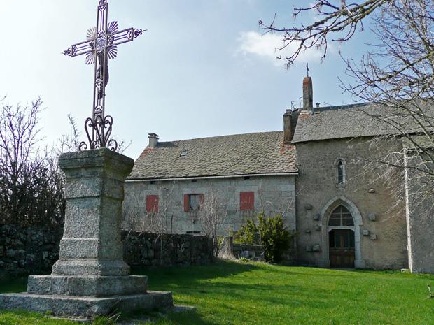 Eglise, Presbytère et Croix de Beauregard