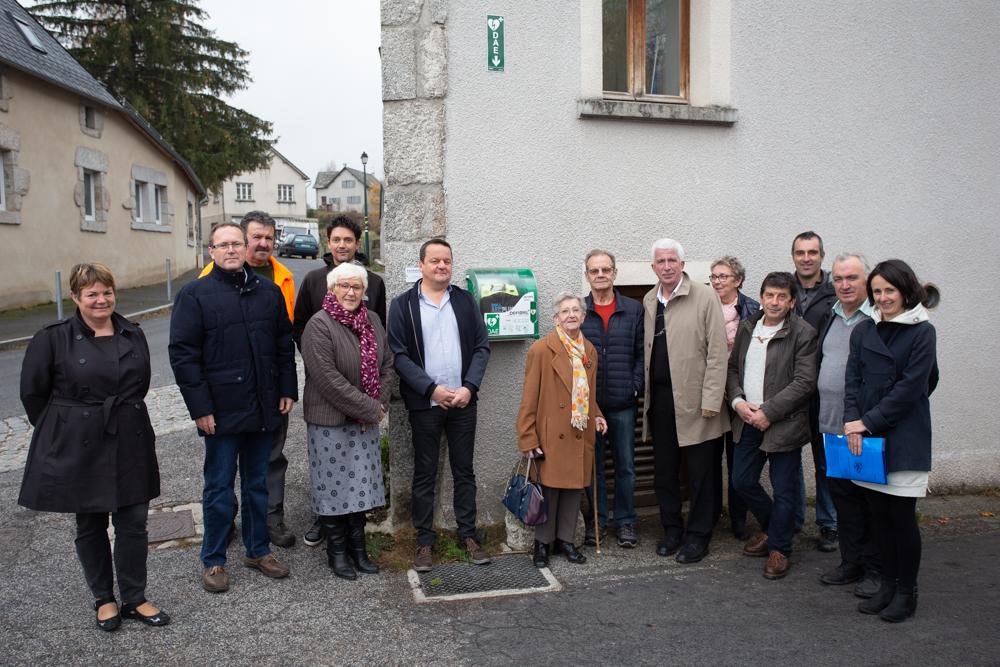 Le 15 novembre au Fau de Peyre a eu lieu l'inauguration des défibrillateurs extérieurs automatiques installés sur toute la commune de  Peyre en Aubrac. Étaient notamment présents à cet évènement Alain Astruc, Maire de Peyre en Aubrac, Daniel Mantrand, Maire