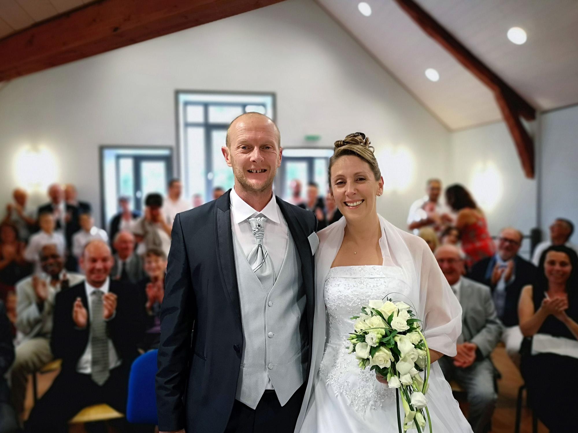C'est par une journée ensoleillée, le 18 août que Caroline Bataille et Thomas Cette se sont dit oui.