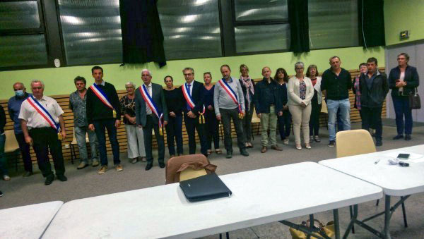 C'est lundi soir 25 mai 2020 que les nouveaux élus de Peyre-en-Aubrac se sont réunis pour mettre en place le nouveau Conseil municipal qui va gérer la vie de la commune pour les six années à venir.